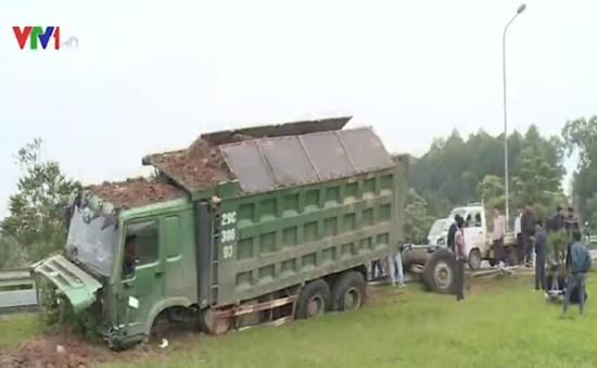 Tai nạn nghiêm trọng trên cao tốc Láng - Hòa Lạc