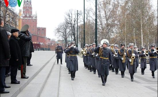 Tổng Bí thư đặt hoa tại Mộ Chiến sĩ Vô danh