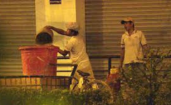 Táo tợn trộm nước từ cột cứu hỏa giữa trung tâmTP.HCM