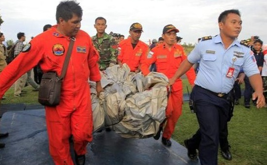 Nhiễu thông tin số thi thể hành khách QZ8501 được trục vớt