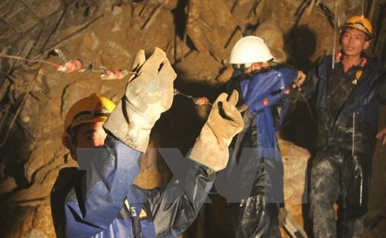 Sập hầm thủy điện: Sẽ khoan thêm lỗ để thông hơi và thoát nước
