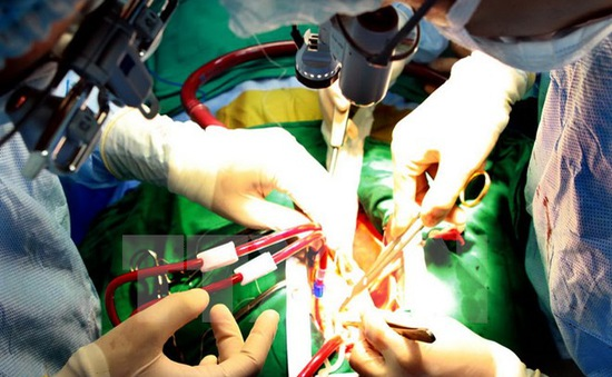 Bệnh viện Nhi Đồng Nai cứu sống bé sơ sinh bị hở thành bụng