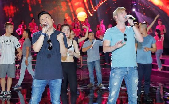 """Lam Trường lần đầu biểu diễn """"Gót hồng"""" cùng Kyo York"""