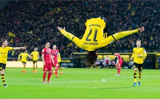 Dortmund 4-1 Stuttgart: Nỗ lực bám đuổi