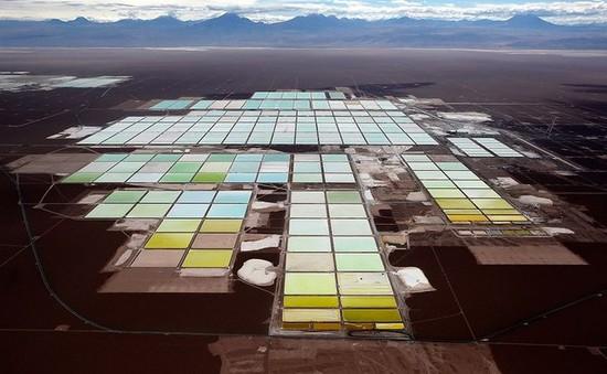 Vẻ đẹp kỳ ảo của mỏ muối sa mạc nhìn từ trên cao