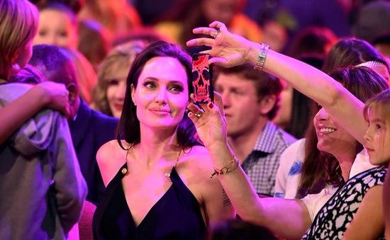 Angelina Jolie: Khác biệt là tốt