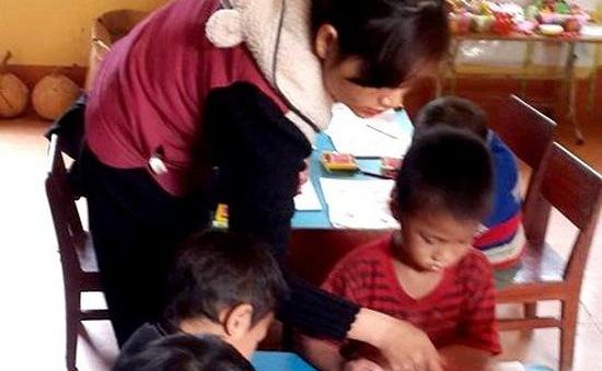 Cô giáo rẻo cao kể chuyện về bản nghèo dạy chữ