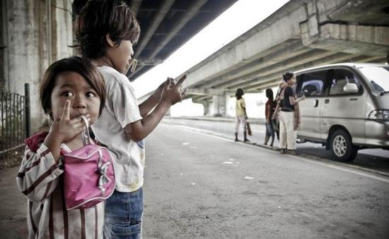 Đức: Đề xuất cấm trẻ em ăn xin trên đường phố
