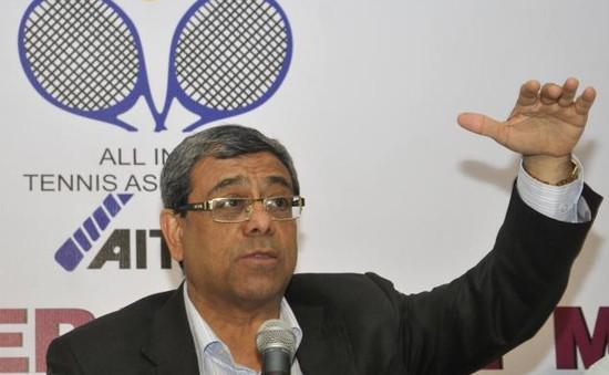 Chủ tịch Liên đoàn quần vợt châu Á chúc mừng Lý Hoàng Nam