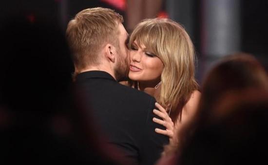 Taylor Swift hồn nhiên thân mật với bạn trai