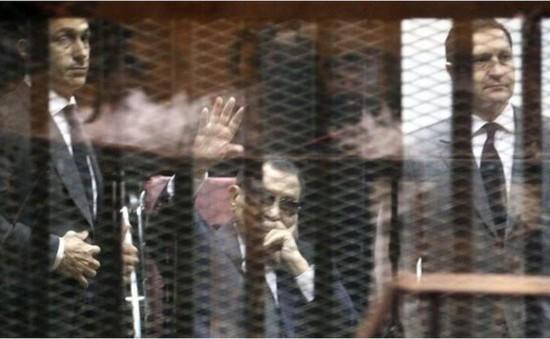 Ai Cập: Cựu Tổng thống Mubarak bị tuyên phạt 3 năm tù
