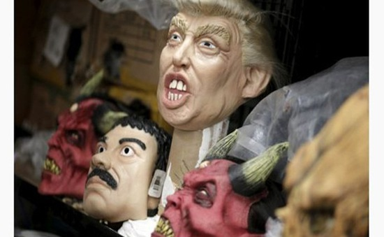 Mặt nạ ứng viên Tổng thống Mỹ hút khách mùa Halloween