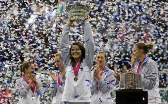 Sharapova toàn thắng 2 trận, Nga vẫn mất Fed Cup vào tay CH Czech