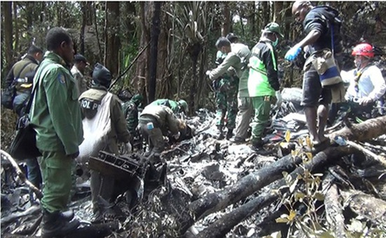 Tai nạn máy bay tại Indonesia: Hãng Trigana Air bồi thường 100.000 USD cho gia đình nạn nhân