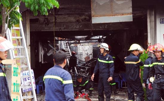 TP.HCM: Tìm kiếm 2 người mất tích trong đám cháy lớn ở quán lẩu