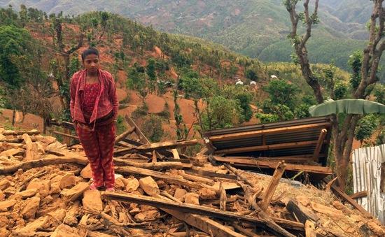 Người dân Nepal vẫn mỏi mắt chờ hàng cứu trợ