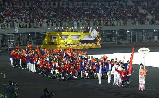 Đoàn thể thao khuyết tật Việt Nam đặt chân tới Singapore