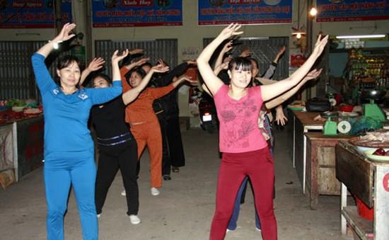Nhộn nhịp phong trào tập thể dục buổi sáng tại chợ Cẩm Thạch