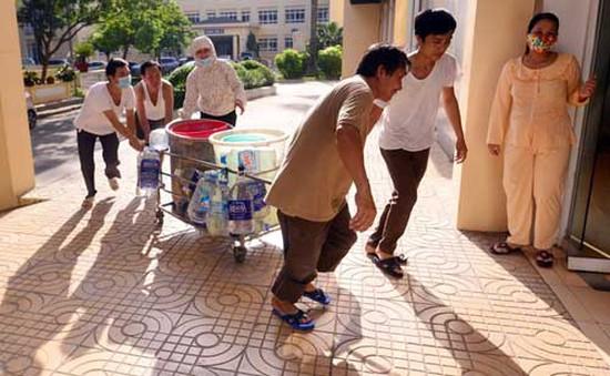 BV Phụ sản Hà Nội thiếu nước, nhiều sản phụ chầu chực chờ đẻ