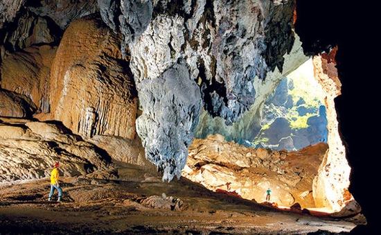 VTV trao tặng hệ thống dữ liệu về hang Sơn Đoòng cho tỉnh Quảng Bình