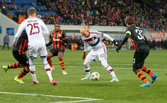 """Shakhtar Donetsk 0-0 Bayern Munich: Hùm xám """"vấp"""" đá tảng"""