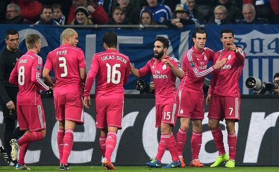 """Schalke 0-2 Real Madrid: Ronaldo """"nổ súng"""", Real rộng cửa vào tứ kết"""