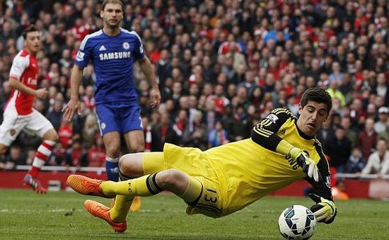 """Courtois bất ngờ """"đòi"""" tương lai tại Chelsea"""