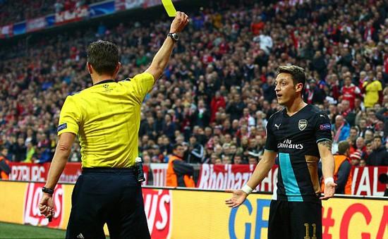 Trọng tài đã cướp trắng của Mesut Ozil một bàn thắng hợp lệ?