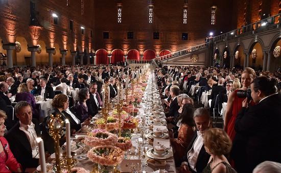 Toàn cảnh lễ trao giải Nobel xa hoa và lộng lẫy tại Stockholm
