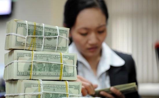 Loạt câu hỏi đặt ra cho việc tăng giá USD kịch trần
