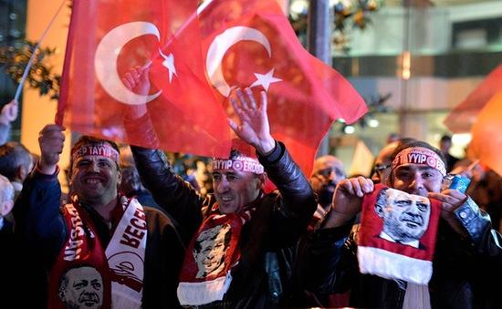 Đảng cầm quyền Thổ Nhĩ Kỳ thắng lớn trong cuộc bầu cử Quốc hội