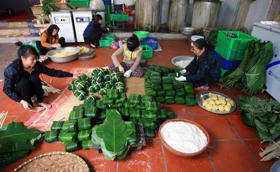 Hà Nội: Làng nghề bánh chưng Tranh Khúc hối hả vào dịp Tết