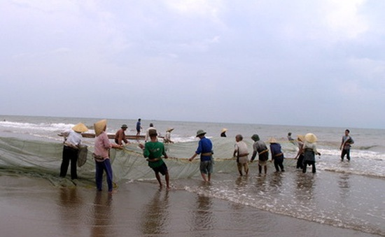Nhọc nhằn nghề kéo rùng thuê tại vùng biển Thanh Hóa