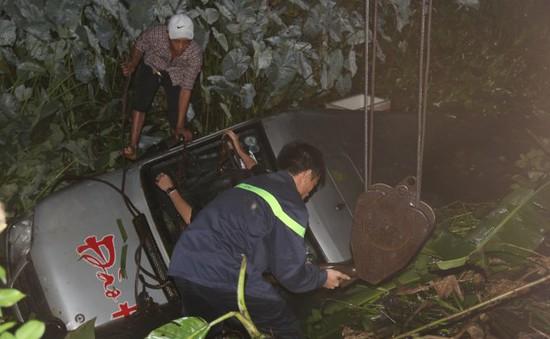 Quảng Nam: Xe rơi xuống hố, 14 người thoát chết