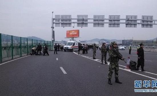 Trung Quốc: Tông xe ở sân bay, 9 người thiệt mạng