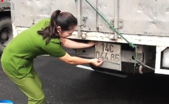 Bắt 5 xe chở hàng lậu có dấu hiệu được bảo kê