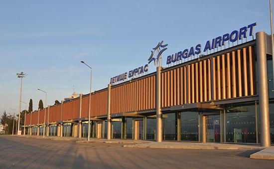 Máy bay Ba Lan hạ cánh khẩn cấp do bị dọa bom