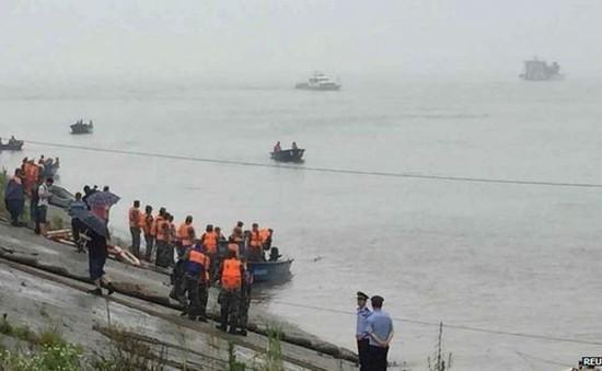 Chìm tàu tại Trung Quốc: Công tác tìm kiếm, cứu hộ gặp nhiều khó khăn