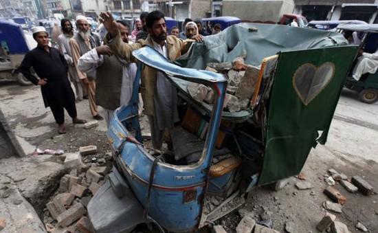 Động đất rung chuyển Nam Á: Số người thương vong tăng nhanh
