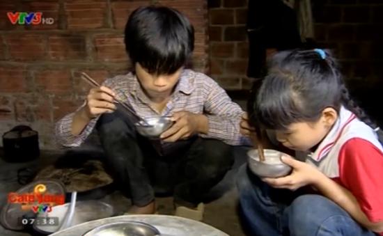 Cuộc sống khó khăn của hai anh em người Dao bị bố mẹ bỏ rơi