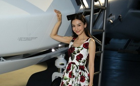 Angelababy rạng rỡ trên phim trường Independence Day 2