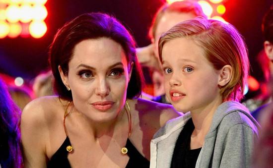 Angelina Jolie – Brad Pitt gặp chuyên gia tư vấn giới tính vì Shiloh?