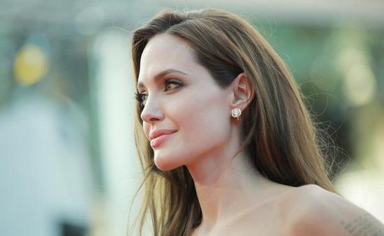 Angelina Jolie thú nhận nấu nướng dở tệ