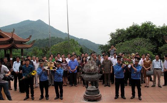 Đoàn cán bộ, hội viên Hội Nhà báo Việt Nam hành hương về nguồn
