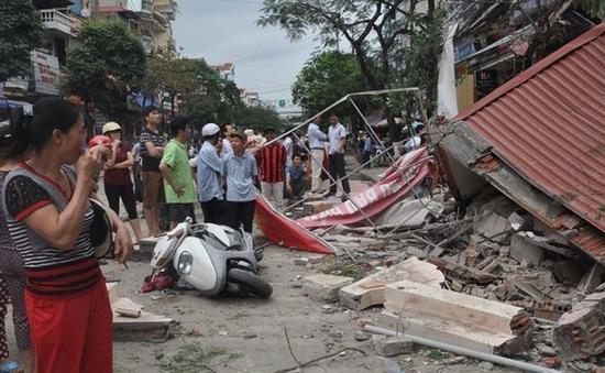 Bắc Giang: Nhà 3 tầng đổ sập, người dân hoảng loạn