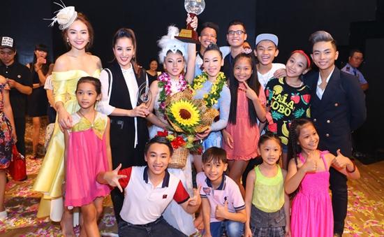 Quán quân Bước nhảy hoàn vũ nhí 2015 chia vui cùng bạn bè sau chiến thắng