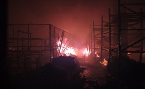 TP. HCM: Cháy lớn trong đêm tại một công ty sản xuất giày