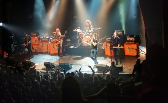 Ban nhạc rock Eagles of Death Metal hủy tour diễn sau vụ khủng bố kinh hoàng ở Paris
