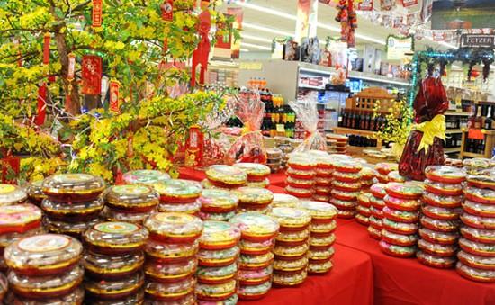 Chợ Tết khu Little Saigon vào xuân cùng bánh mứt