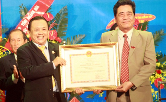 Công ty Yến Sào Khánh Hòa đón nhận danh hiệu Anh hùng lao động